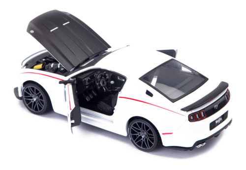 2014 Ford Mustang Street Racer Scale Model 1/24 White 1